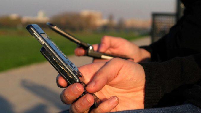 """""""Glupi"""" telefoni su ponovo u modi 1"""