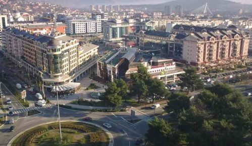 Incident u Podgorici kada je policija pokušala da prekreči zid obojen u boje srpske zastave 6