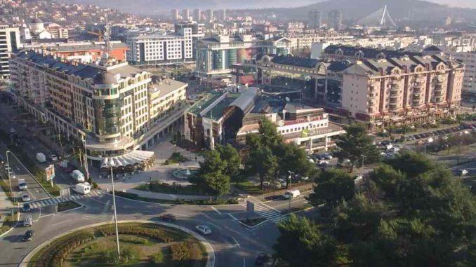 Incident u Podgorici kada je policija pokušala da prekreči zid obojen u boje srpske zastave 1