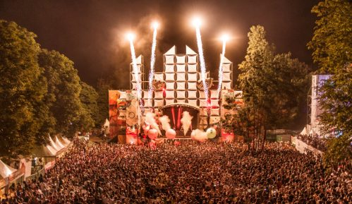 Audio-vizuelna revolucija na festivalu ljubavi 10