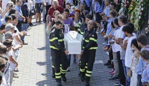Zajednička sahrana 35 žrtava zemljotresa 3
