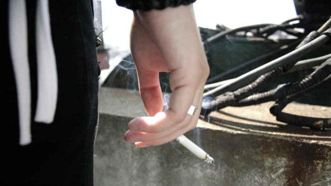 Grci tužakaju pušače, policija kažnjava na licu mesta 3