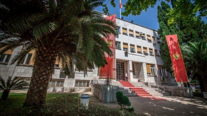 Protest sveštenika ispred Skupštine Crne Gore 1