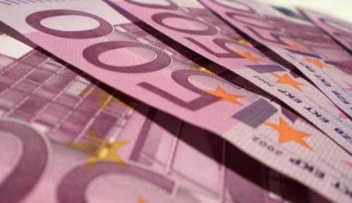 Carinici otkrili 25.000 evra sakrivenih u čarapi 11