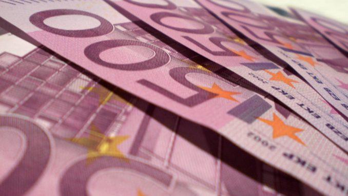 Carinici otkrili 25.000 evra sakrivenih u čarapi 1