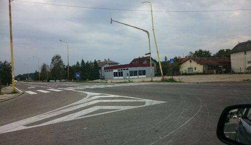 Prelaz preko autoputa gde svakodnevno deca idu u skolu 6