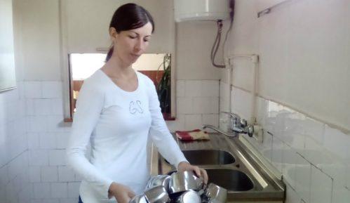 Kuvarica radi za platu od dve hiljade dinara 1