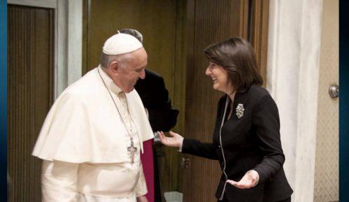 Papa Franja prihvatio pozive Vučića i Tačija 8