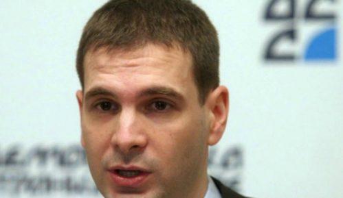 Jovanović: Vučić da zahteva izvinjenje Makrona 12