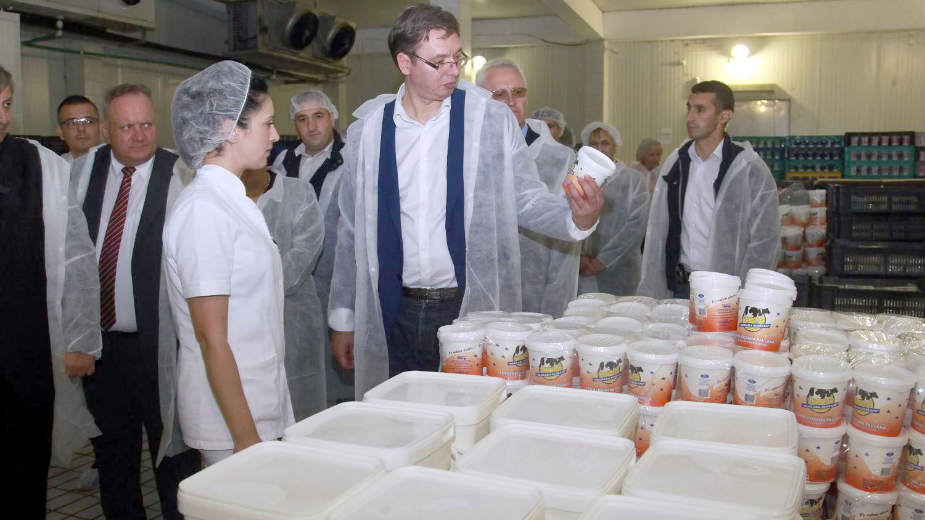 Vučić nerealno obećao 60 evra veće plate 1