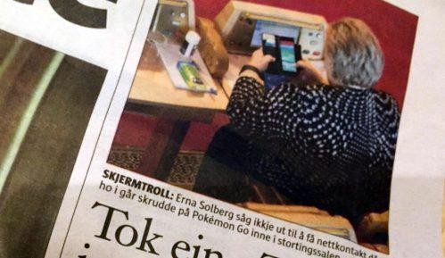Premijerka Norveške juri pokemone na sednici 5