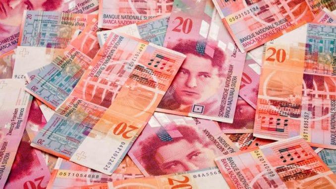 NBS: Švajcarska povlači iz opticaja novčanice osme serije franka 1