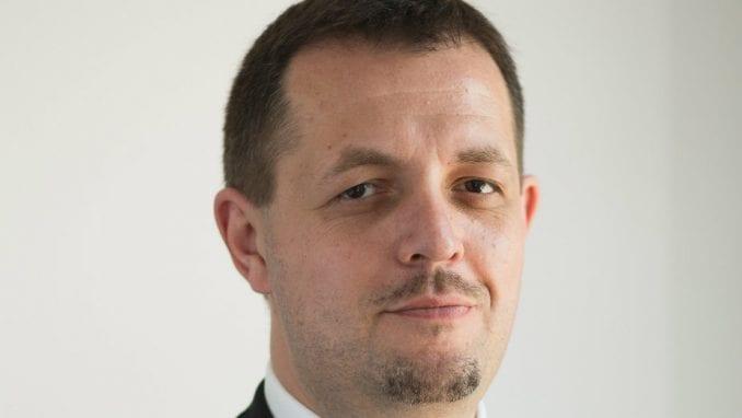 Specijalizovani analitičar Pinka i Informera 1
