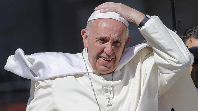 Papa pozvao novinare na skromnost i pažljivu proveru informacija 4