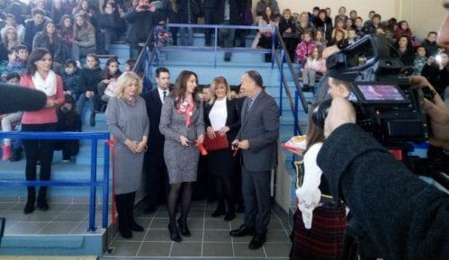Ministri na otvaranju sportske sale u Kraljevu 11