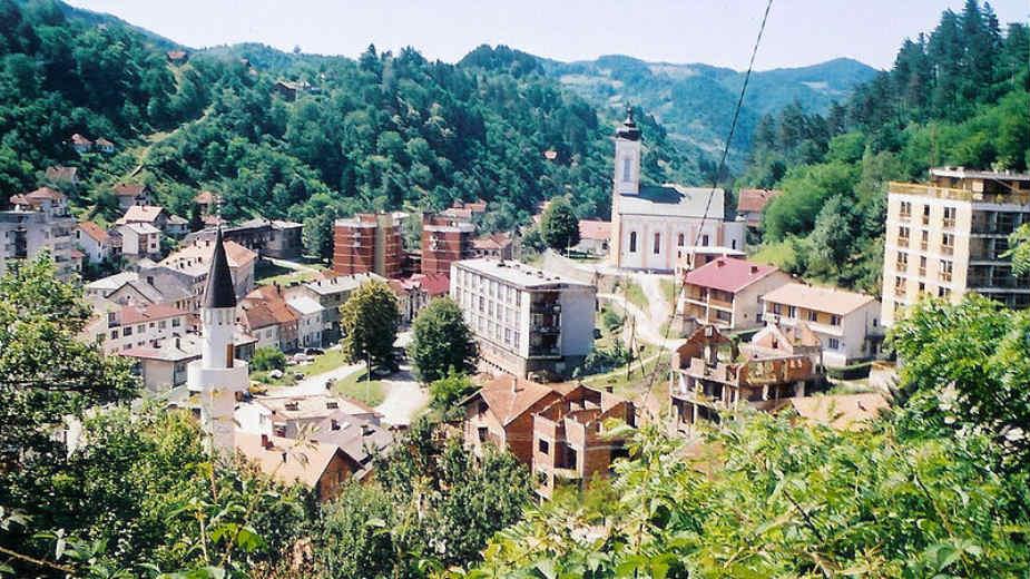 U Srebrenici uklonjeni plakati s likom Ratka Mladića 1