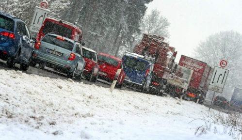 Od hladnoće umrlo najmanje 20 ljudi 2