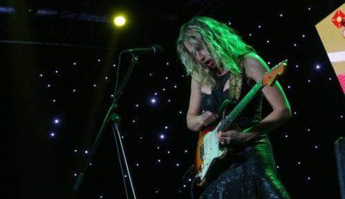 Gitara je postala instrument za devojčice 13