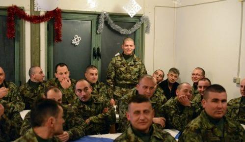 Ministar odbrane dočekao novu godinu u Kopnenoj zoni bezbednosti 4