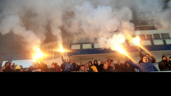 Masovna tuča navijača Partizana na naplatnoj rampi Nais 4