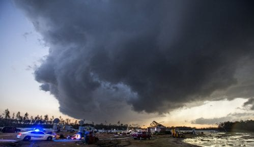 U oluji 18 mrtvih 5