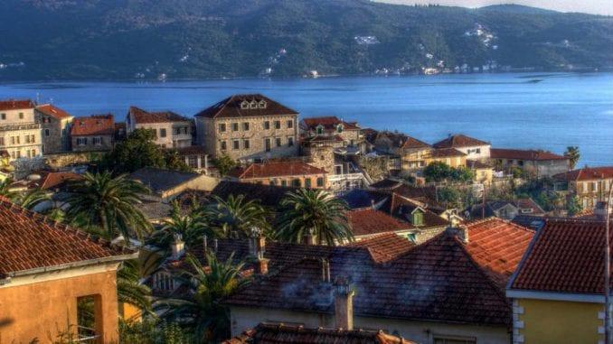 Herceg Novi (1): Razglednica iz zamišljenog grada 1