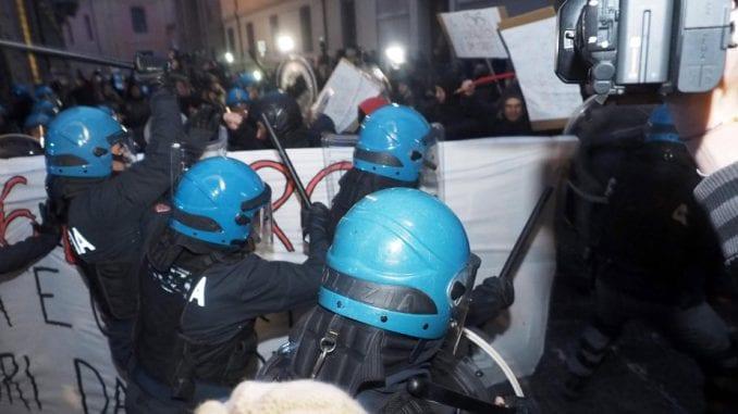 Sukob policije i demonstranata u Italiji 4