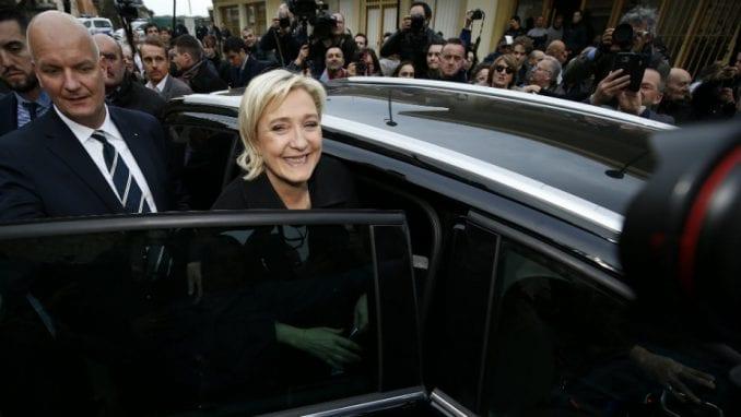 Marina le Pen optužila Makrona za izdaju zemlje 3