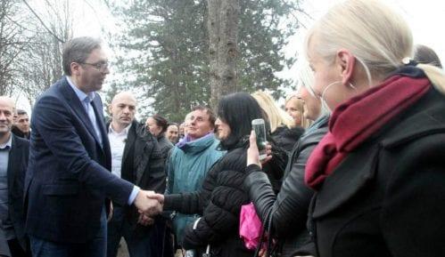 Sa 500 evra Vučićevo obećanje spalo na 395 13