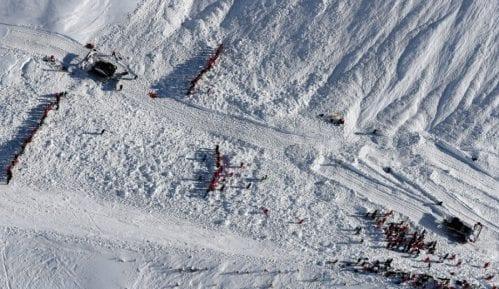 Lavina pogodila skijalište 11