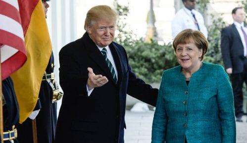 """Tramp pokušava da """"smeni"""" Angelu Merkel 10"""