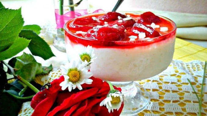 Recept nedelje: Sutlijaš sa grizom i prelivom od jagoda 1