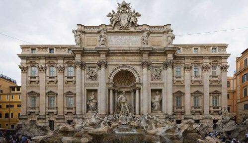 Turisti u Fontanu di Trevi ubacili 1,5 milion dolara 6