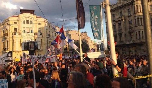 """Na protestu """"Tragovima fantoma"""" više od 10.000 građana (VIDEO) 7"""