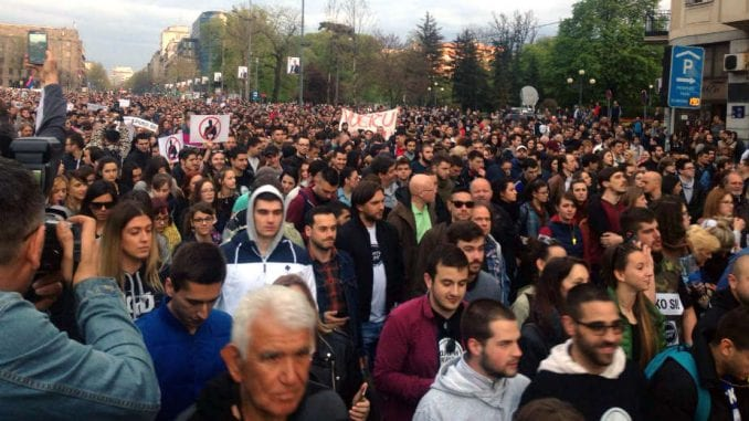 Protesti protiv vlasti u 15 gradova Srbije (VIDEO) 1