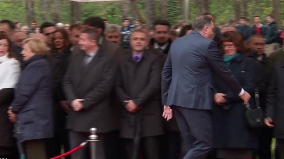 Dodik odbio da se rukuje sa ambasadorkom SAD 1