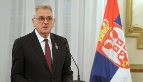 Nikolić čestitao Vaskrs 12