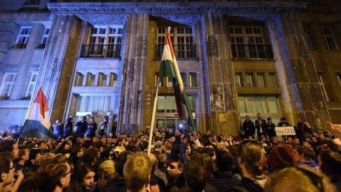 Sukob policije i demonstranata u Budimpešti 1