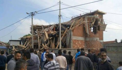 Molitva ispred srušenog objekta Islamske zajednice 6