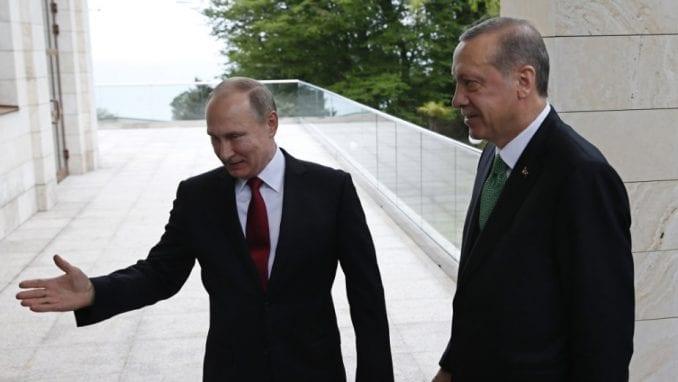 Putin: Sve može osim paradajza 1