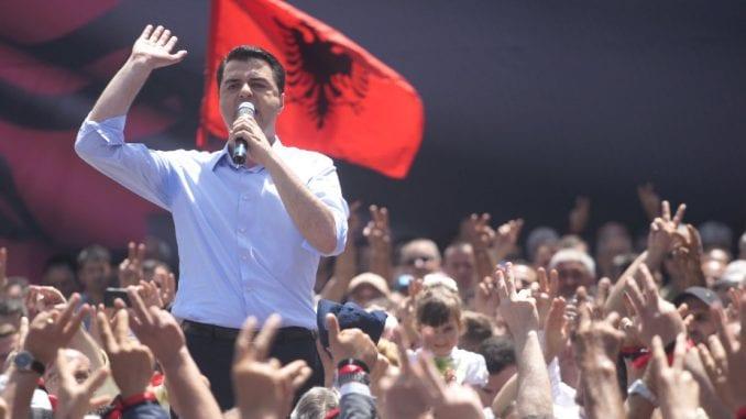 Glavna opoziciona stranka u Albaniji podržala protest predsednika protiv Vlade 3