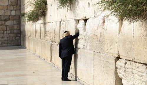 Tramp prvi predsednik SAD koji je obišao Zid plača 9