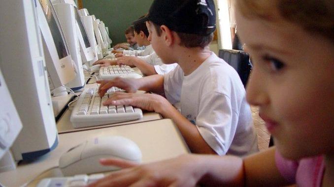 U tri godine 200 slučajeva ugrožavanja bezbednosti dece na internetu 3