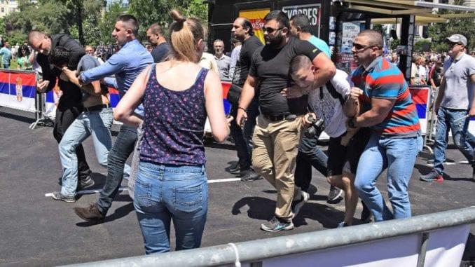 Nasilje nad novinarima na dan inauguracije Vučića (FOTO) 1