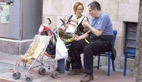 Porodilje u regionu primaju najmanje 300 evra mesečno 12