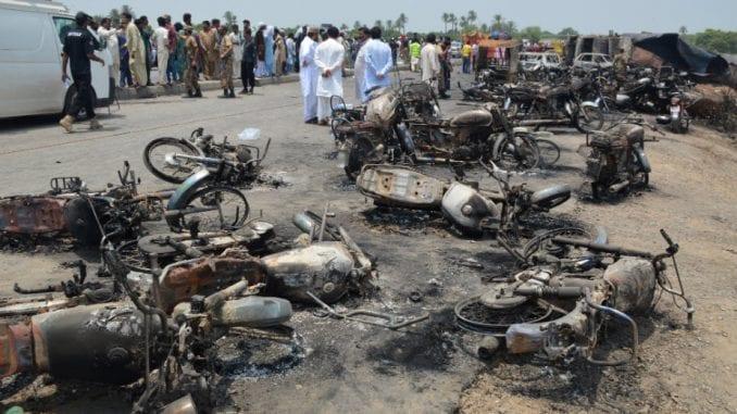 Stradalo najmanje 153 ljudi u Pakistanu 6