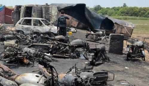 U nesreći u Pakistanu nastradalo 132 ljudi 10
