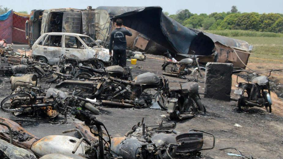 U nesreći u Pakistanu nastradalo 132 ljudi 1
