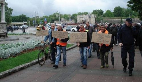 Vučić obećao zarade, država im šalje izvršitelje 8