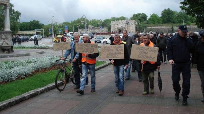 Vučić obećao zarade, država im šalje izvršitelje 1